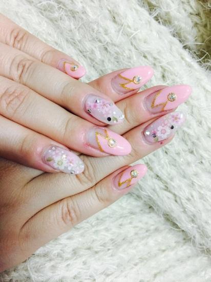 指先でお花見ができる桜ネイル